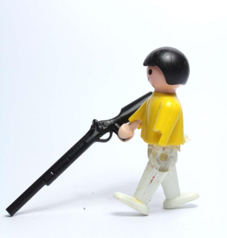 corinnawagner_kind-mit-gewehr
